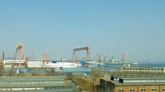 春节后要海试!网友再曝中国首艘国产航母过节照