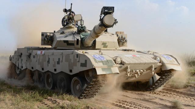 我军朱日和蓝军旅训练猛照:96A沙漠迷彩美军范十足