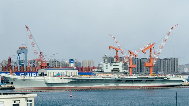 中国首艘国产航母进展照再曝光:雷达盾装完快海试