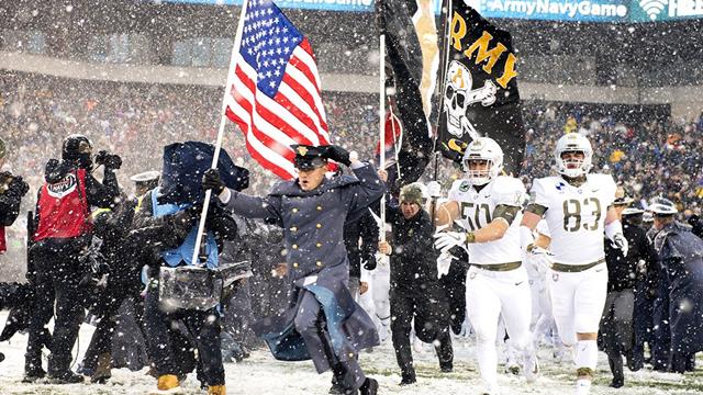 敢不敢跟我军比乒乓球?美国海陆军雪中橄榄球对决