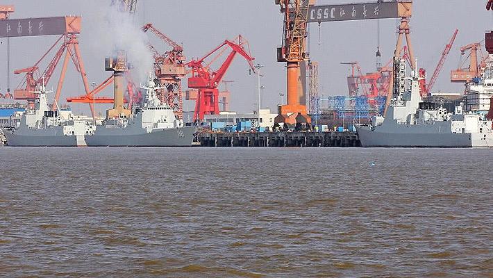 一年造一个强国海军!我船厂下饺子景象太壮观