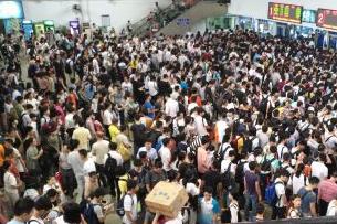 黄金周首日福建全省道路客运量246万 总班次6.9万班