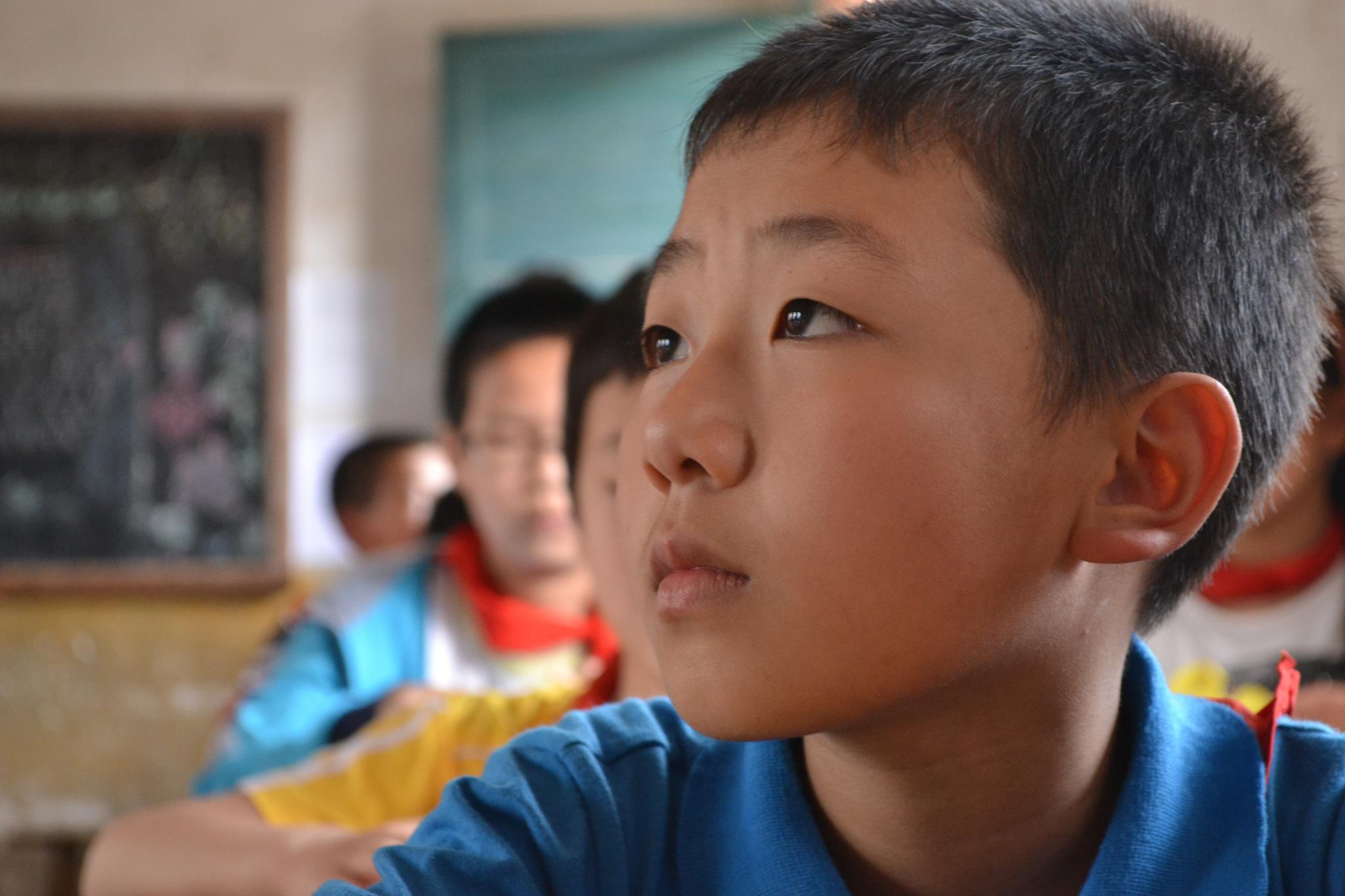 爱心图书馆跋涉2000多公里 20万物资成功送达7所小学