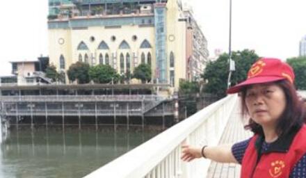 福州:妙龄女欲跳解放大桥 大妈一把拉住彻夜守护
