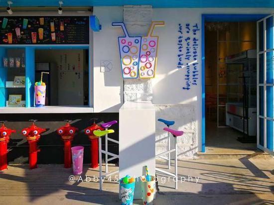 文艺个性的各种店铺鳞次栉比,成为年轻人来厦门旅行打卡的新地标。