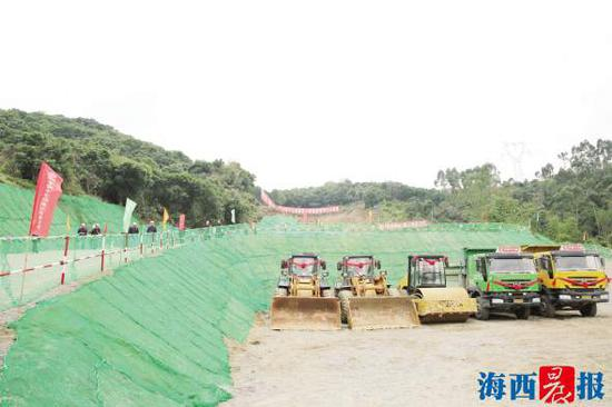 福厦高铁昨日在漳州角美开工建设。