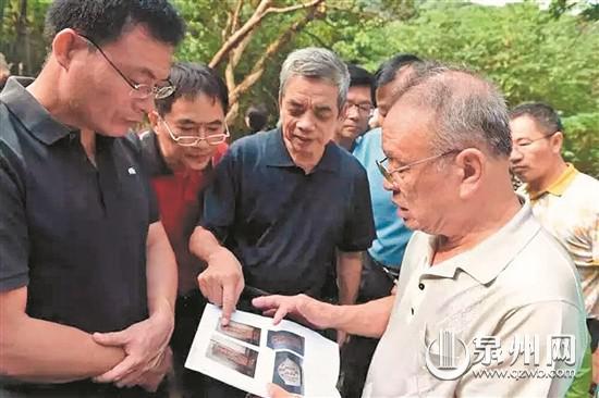 今年9月,80岁的许世静波特意从香港回来,帮忙确认墓主人身份。(高泽漳 摄)
