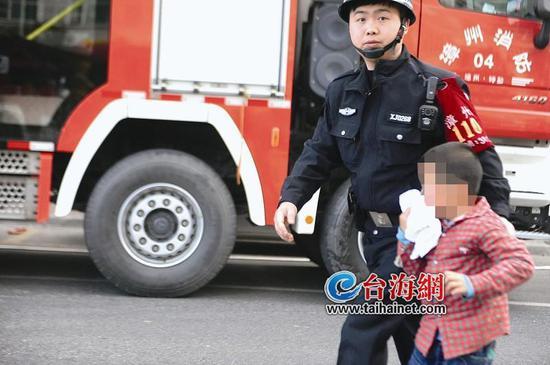 ◆被疏散救出的一名小男孩