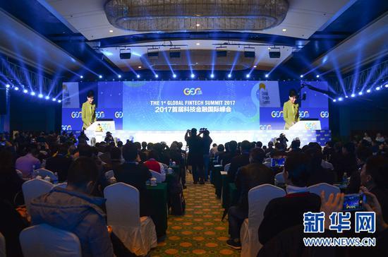 2017首届科技金融国际峰会今天上午在厦门国际会展中心拉开帷幕。 新华网 蒋巧玲 摄