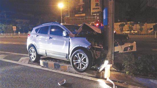车头损毁严重
