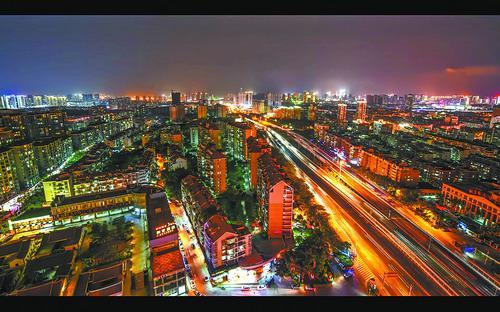 纪录片《我的马拉松》里美丽的厦门夜景。