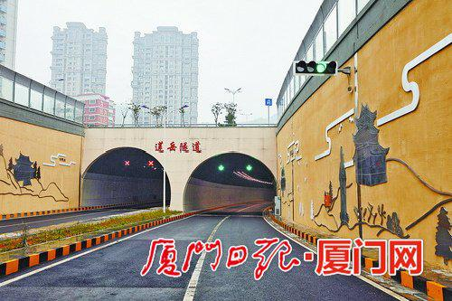 莲岳隧道的通车将进一步完善岛内的城市交通主干路网。(本报记者王协云摄)
