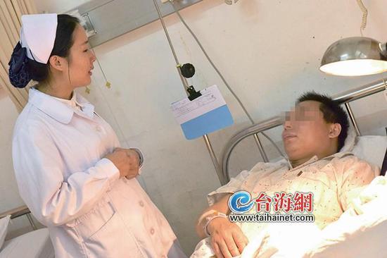 ◆张丽丽去看望车祸中的伤者陈先生