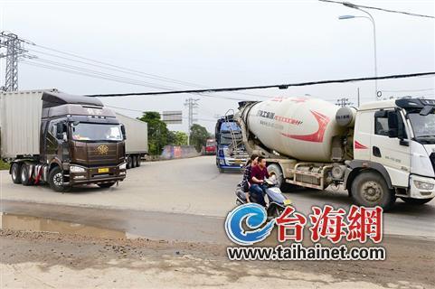 ◆事发路口交通混乱