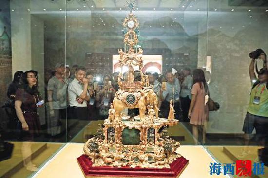 铜镀金象驮转花钟陈理杰图