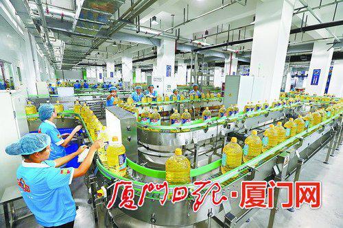 台湾佳格厦门葵花油生产项目现代化的生产车间。(本组图/本报记者黄嵘摄)