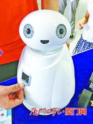 """呆萌的陪护机器人""""大白""""。"""