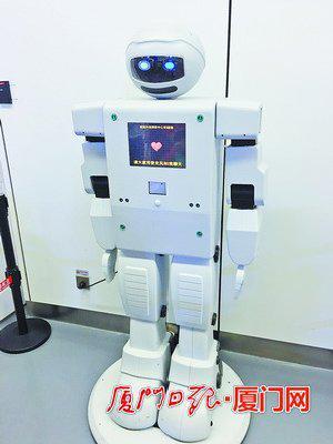 """厦门最大智能机器人""""鹭宝""""吸引眼球。"""