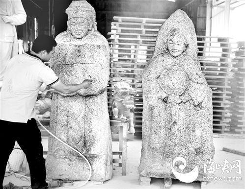 两座石雕被送到工厂,以武将(右)头像为依据,对文官(左)头像进行复原