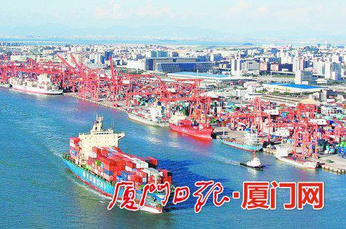 厦门港业务量屡创新高。(本报记者 王火炎 摄)