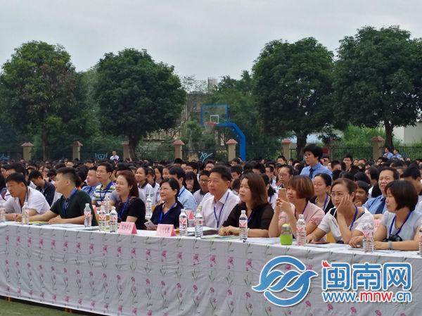 在漳全国、省人大代表、政协委员、相关单位领导、中小学师生代表等参加活动