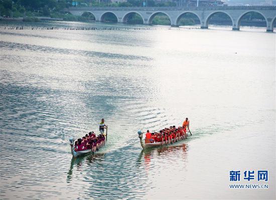 厦门高浦的海上龙舟队:端午竞?#27801;?#26449;庄文化