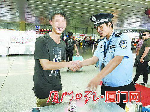 厦门:三人过安检全都拿错包 一万元现金跟着列车跑