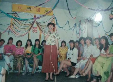 1994年,肖志烈外派毛里求斯时组织工人欢庆国庆