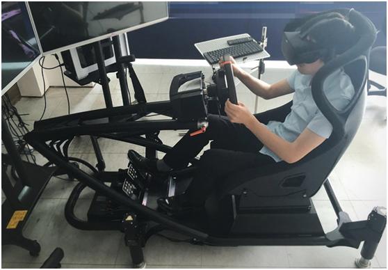 幻速赛车模拟器+Oculus Rift演示图