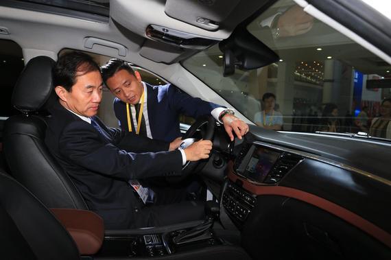 投洽会参会嘉宾体验硬派豪华大7座SUV传祺GS8