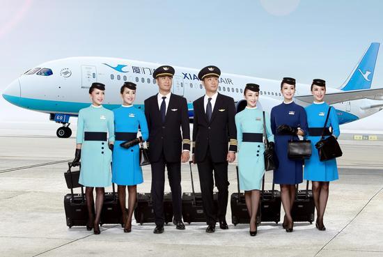 2017厦航招收600名公费飞行学员 首场面试南京大学启动