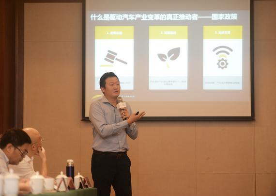 云度新能源常务副总经理、营销公司总经理林密先生做营销介绍