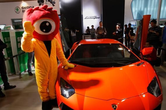 2011厦门车展新浪玩偶陪你看豪车照片