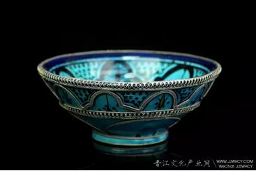 波斯绿松石色几何纹饰瓷碗