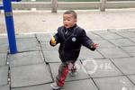 晋江:妈妈去找工作男童转眼走失 河边现玩具铁锹