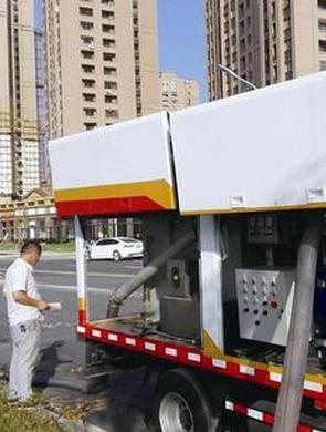 厦首辆移动城市粪便处理车交付使用