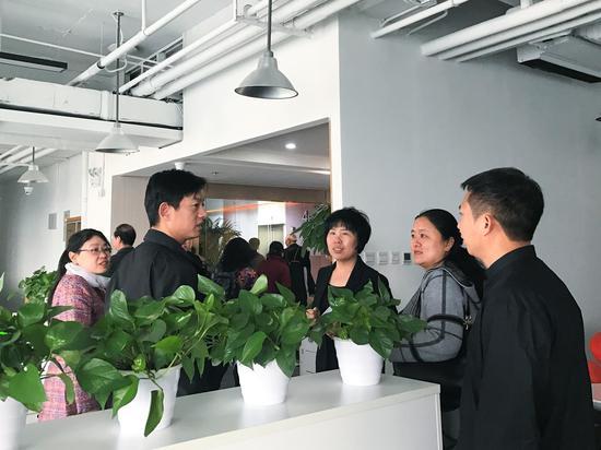 左二:北京昌平区科学技术委员会副主任 张卫军  右一:好生一百基因科技有限公司总裁 施紫雄