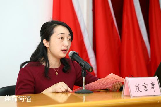 瑞景社区书记郭美霞在会上表态