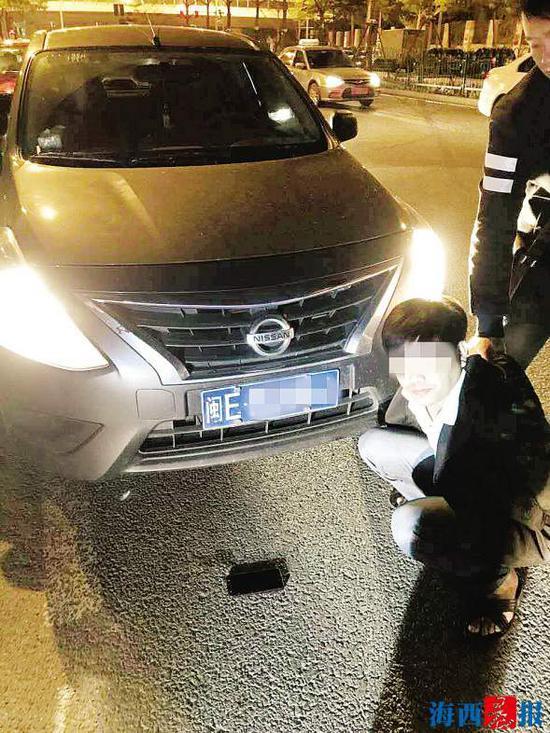 民警抓获犯罪嫌疑人甘某坤。通讯员供图