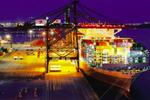 """世界最大集装箱船""""东方香港""""号 首航靠泊厦门港"""