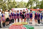 """厦门小学生倡导环保 上千易拉罐拼""""厦门会晤""""会标"""