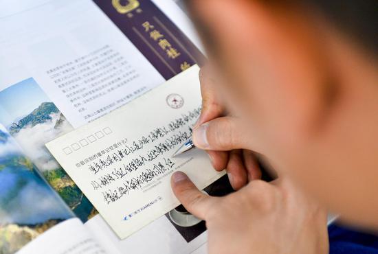 乘客在明信片上分享难忘的童年记忆
