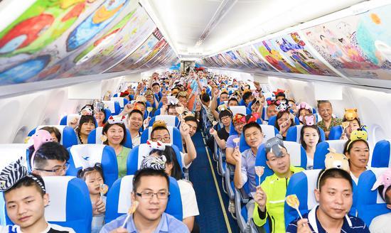 魔法航班的机舱中充满了欢声笑语
