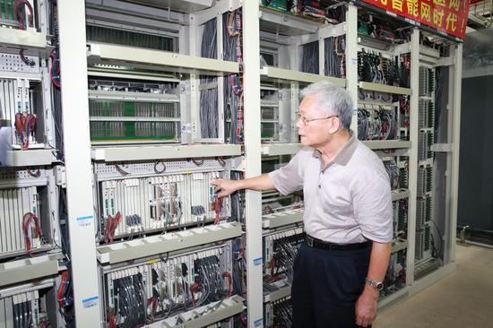 原厦门市邮电局局长李振群