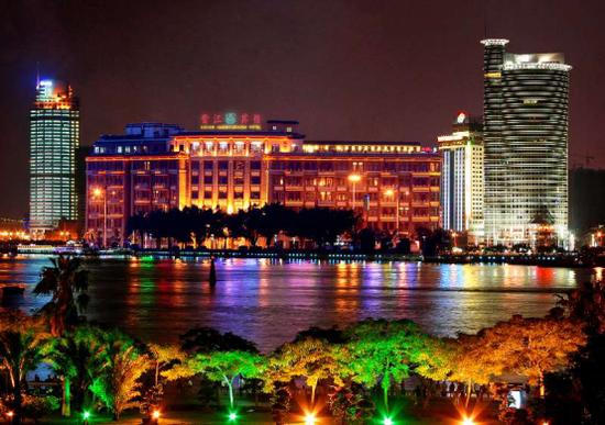厦门鹭江宾馆夜景图