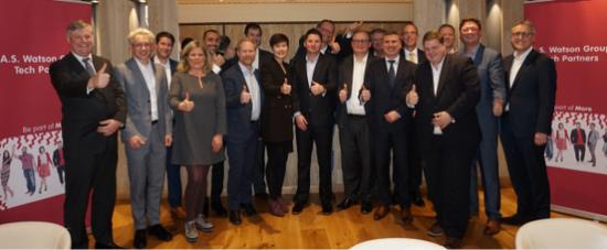 屈臣氏集团集团首席营运总监倪文玲(前排中间) 与欧洲科技合作伙伴合照