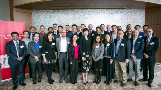 屈臣氏集团集团首席营运总监倪文玲(前排中间) 与亚洲科技合作伙伴合照