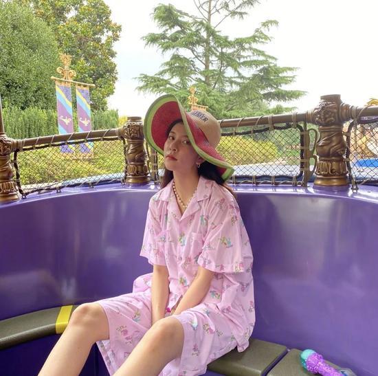RG女孩宋妍霏穿睡衣出街 居然惊人地好看