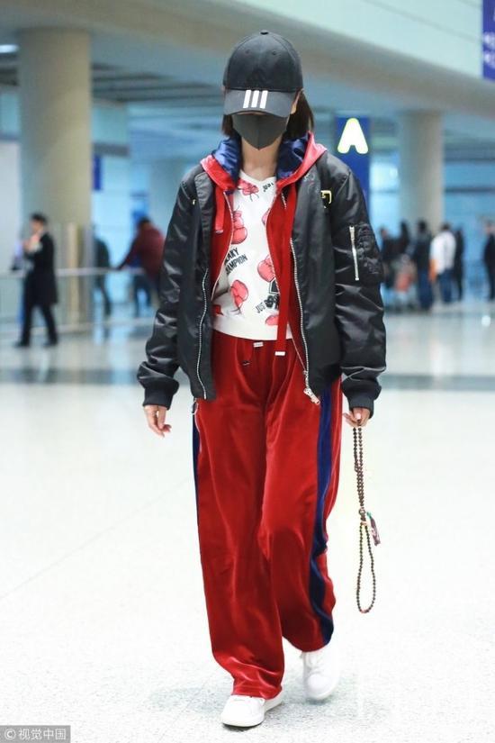杨蓉倾情演绎套装叠外套,丝绒、一条刚运动裤,时髦关键词一个也不拉。