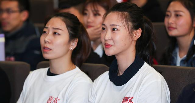 惠若琪进校园出席活动 恋情公布心情好